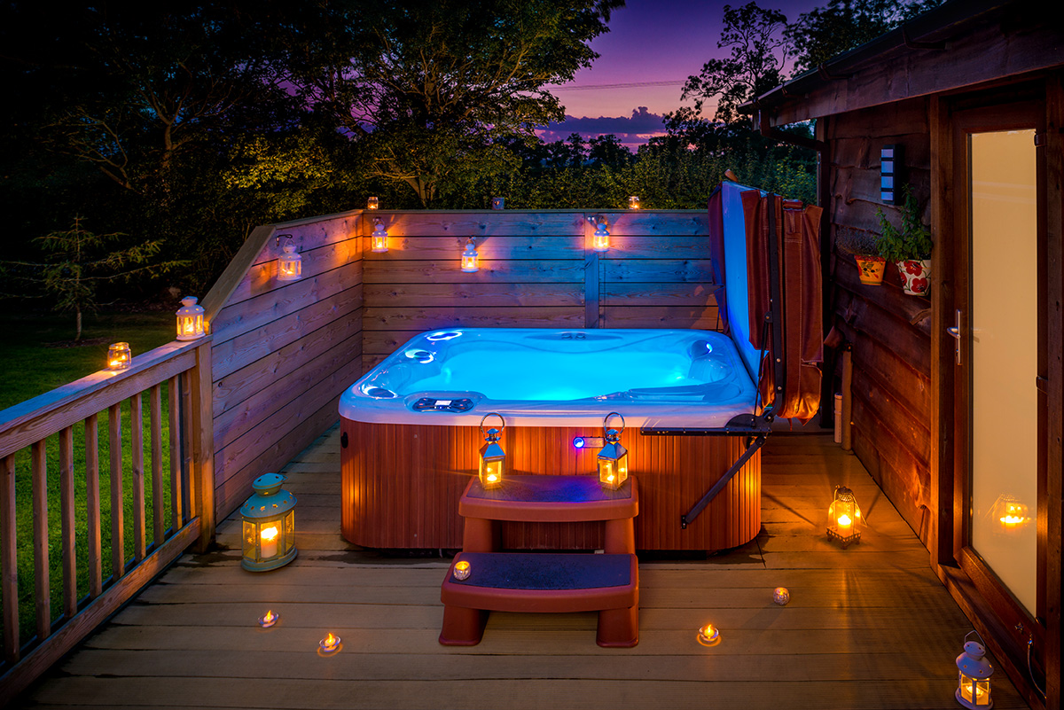 Romantic lodges with hot tubs wolds edge for Luxury spa weekends for couples